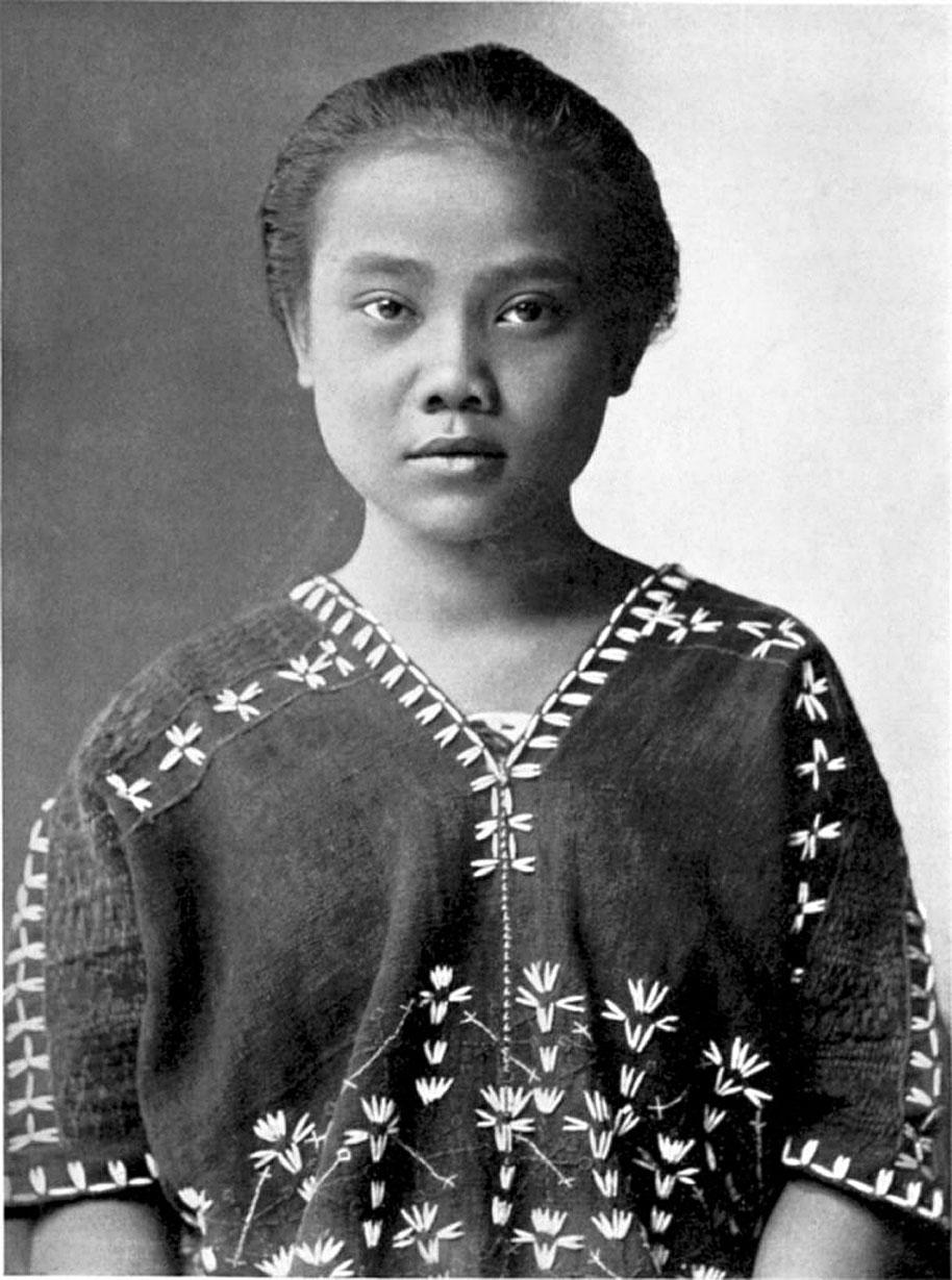 1912 Karen portrait of Mae Sot.jpg