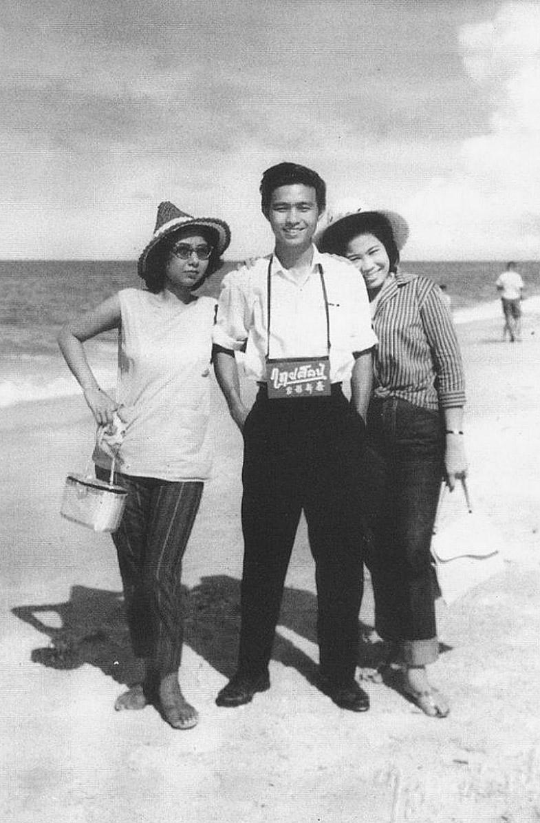 1951 Weekenders enjoy the Kuri Buri beach, Prachuap Khiri Khan Province.jpg