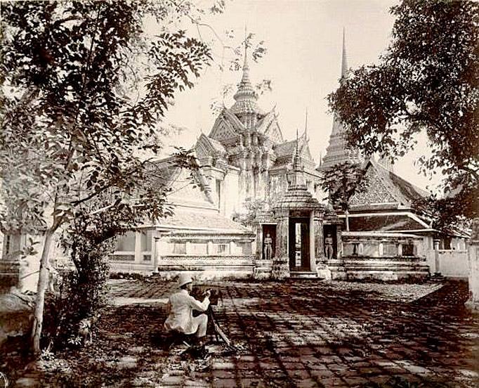 1890 European photographer at Wat Pho.jpg