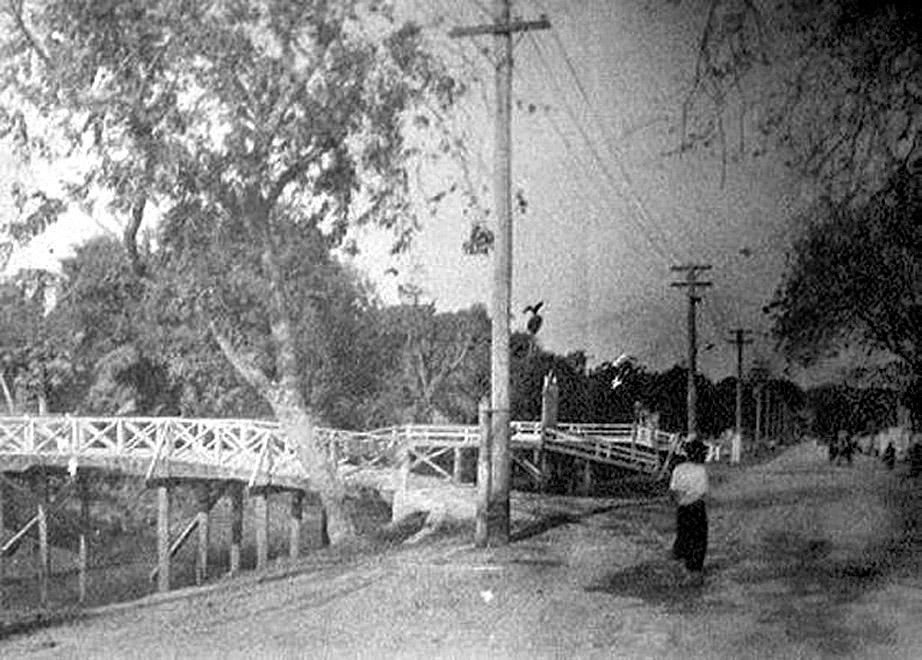 1892 Thanon Silom.jpg