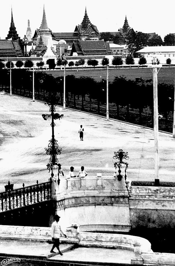 1896 View of the palace from Phan Phiphop Lila Bridge.jpg
