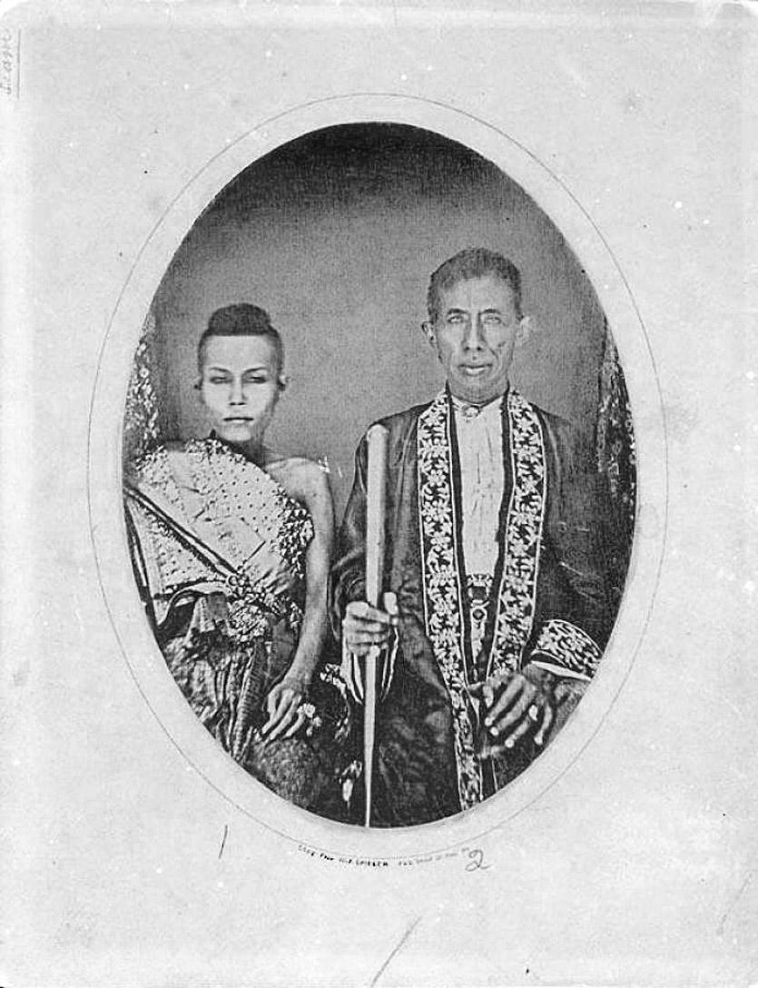 1861 King Mongkut & Queen Debsirindra.jpg