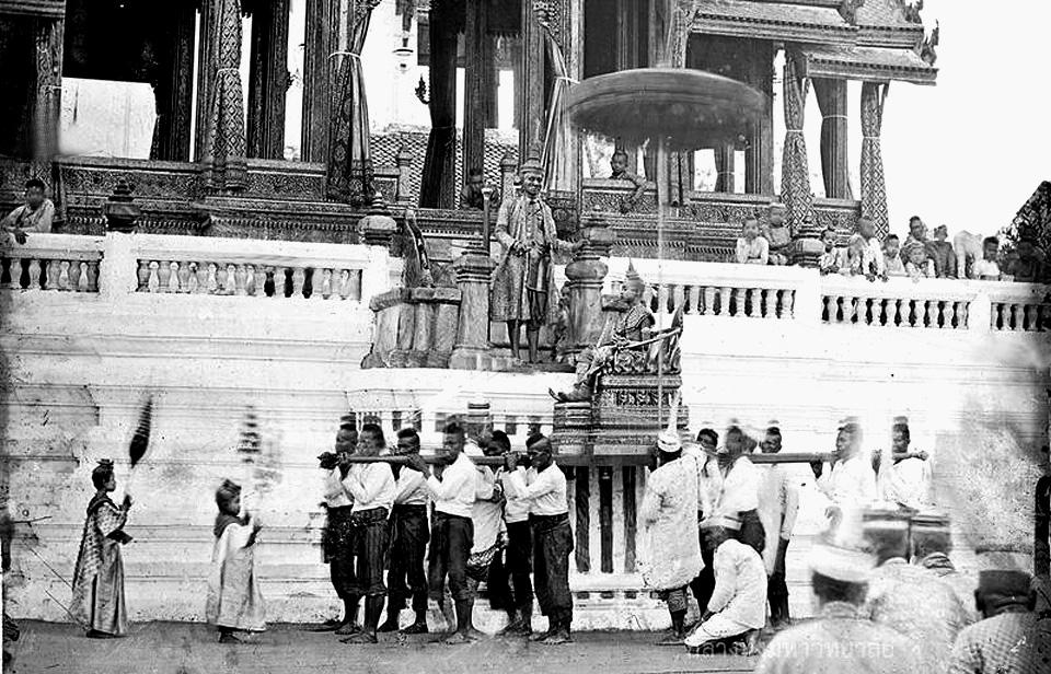 1865 King Mongkut presides over tonsure ceremony 01.jpg