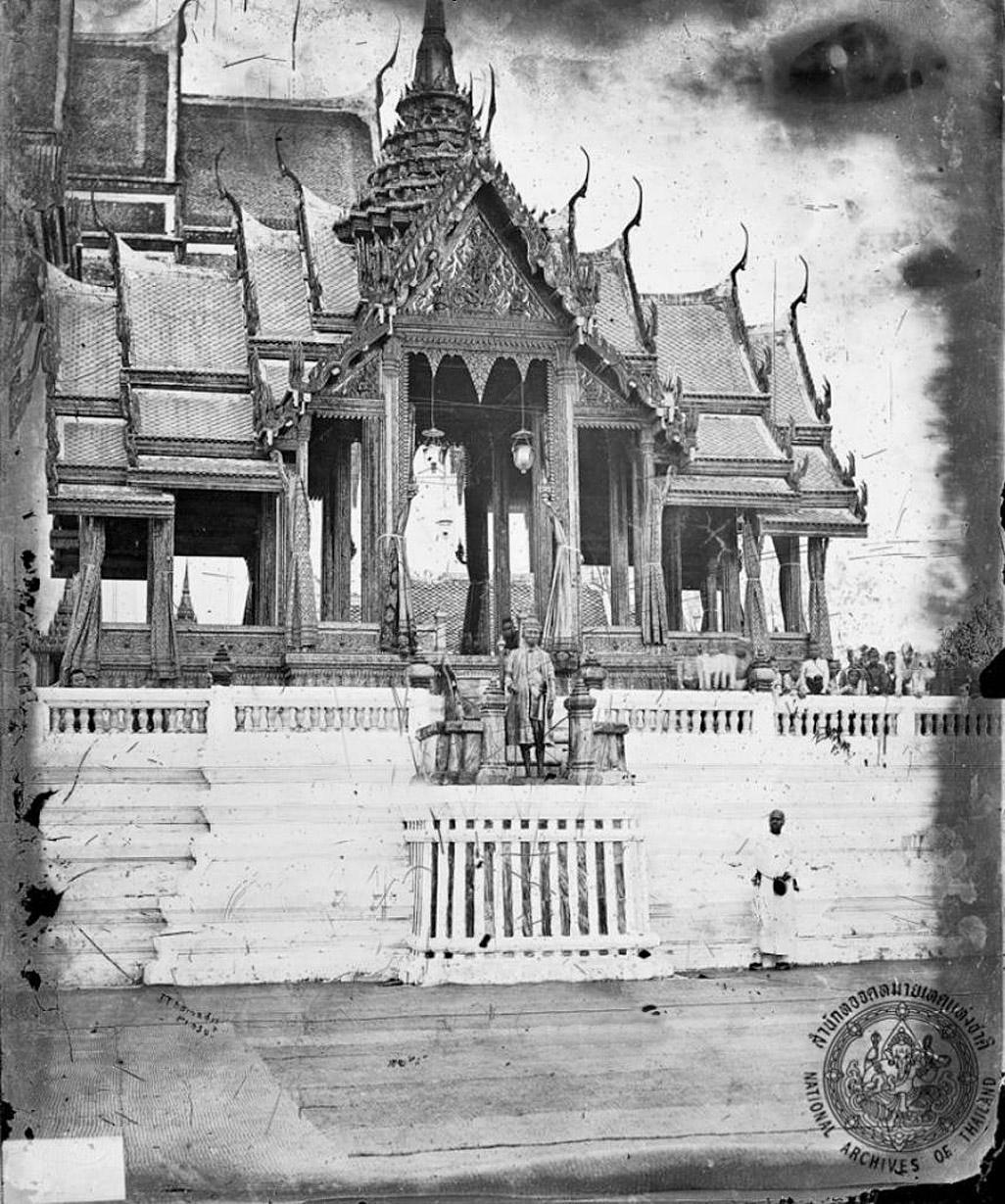 1865 King Mongkut presides over tonsure ceremony 02.jpg