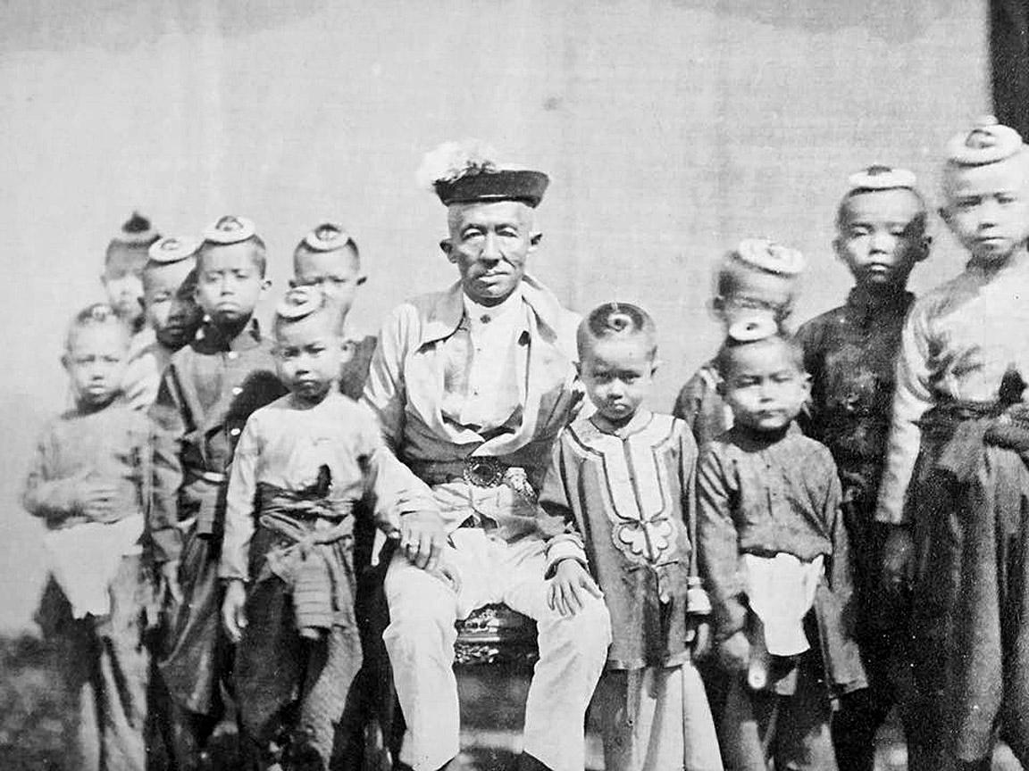 1866 King Mongkut and offspring.jpg