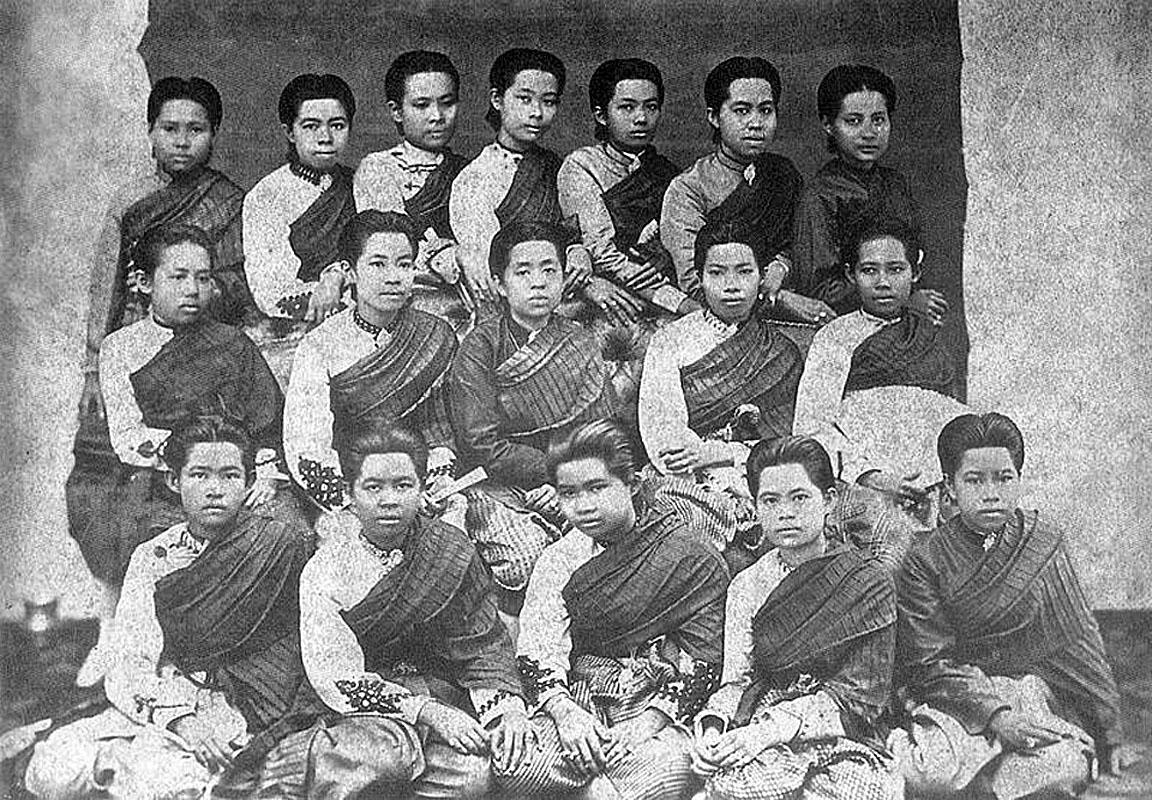 Consort Princesses of HM King Mongkut {Rama IV}.JPG