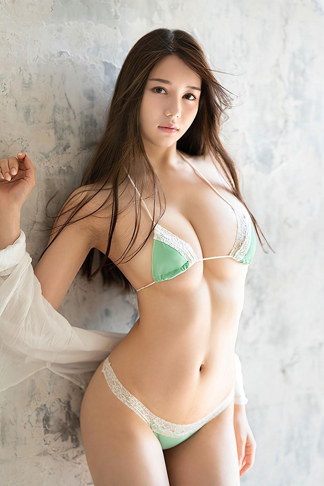 Miu Shiramine  2012 02.jpg