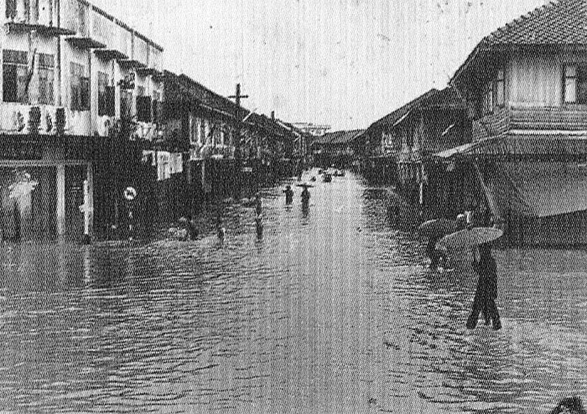 1947 Great flooding, Ratchaburi [Ban Pong].jpg