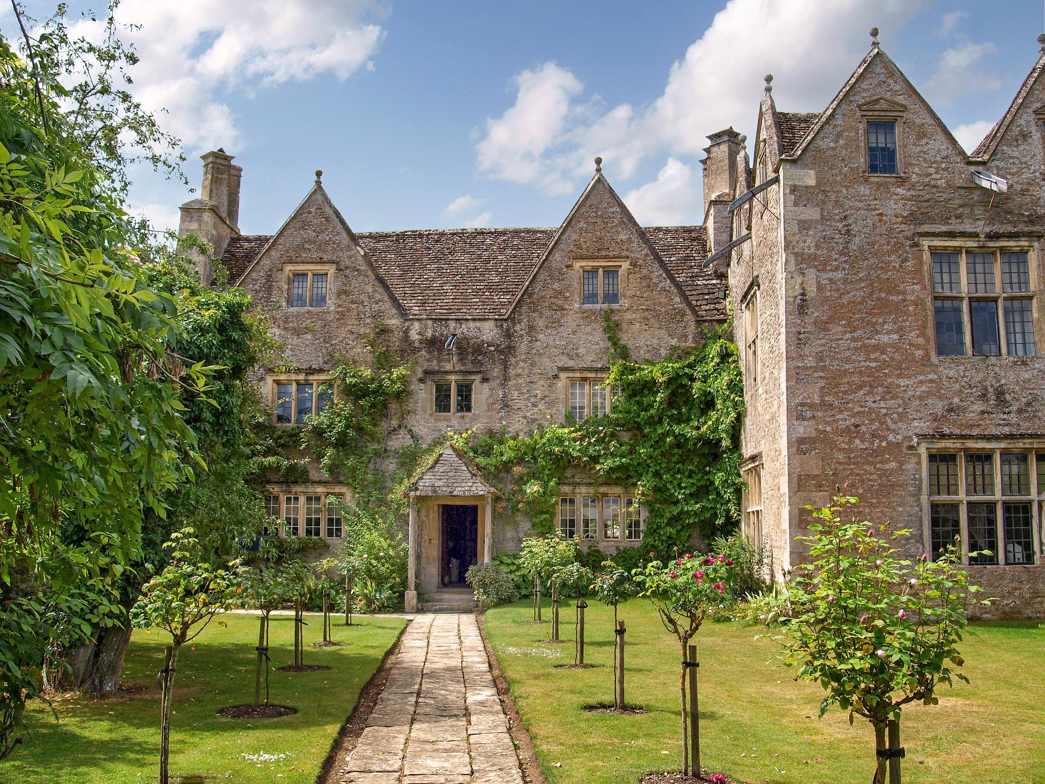 Idyllic Kelmscott Manor, Oxfordshire by Andrew S Brown.jpg