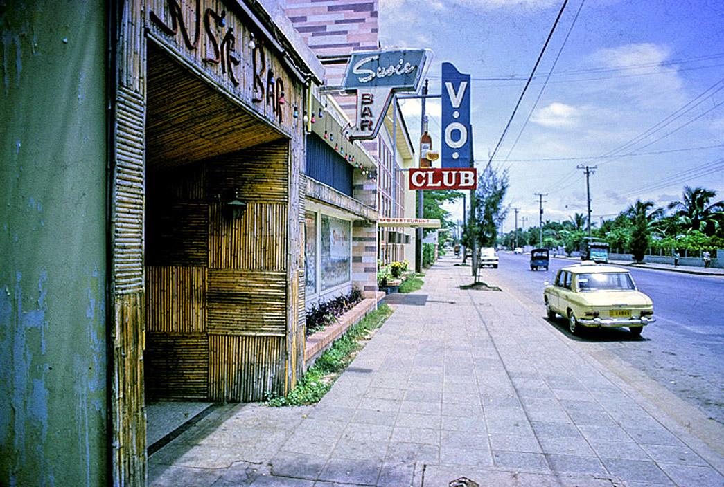 1972 Susie bar, Pradipat road.jpg