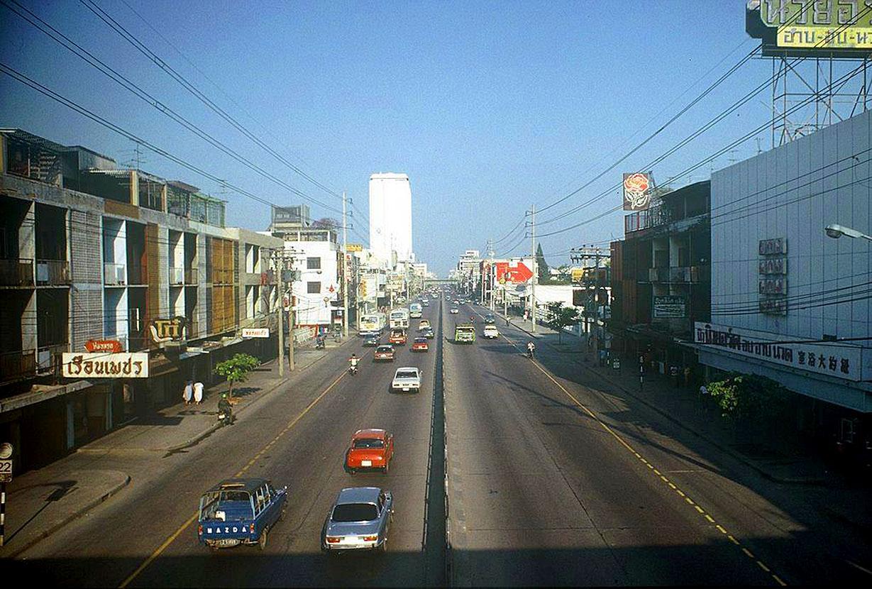1977 April, New Phetchaburi Road.jpg