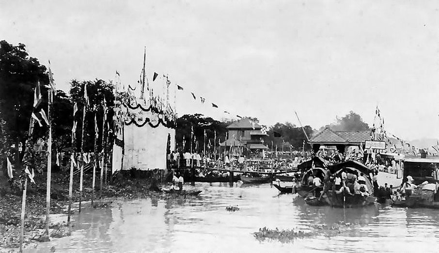 1900 Phetchaburi City welcoming the Royal Family as they transit to Hua Hin.jpg
