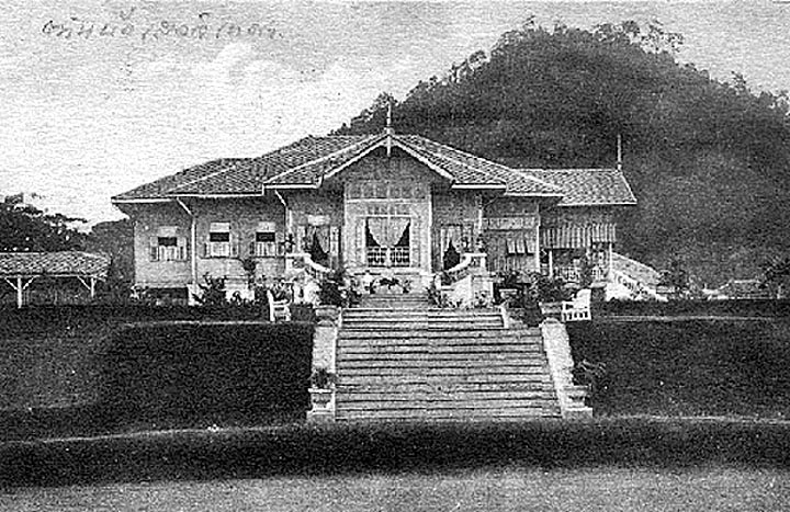 1900 Royal Palace in the countryside.jpg