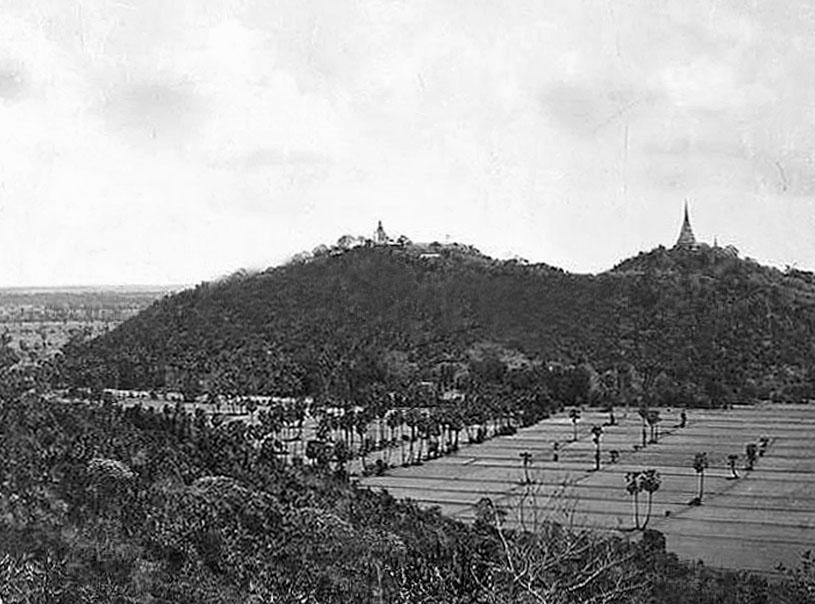 1900 The Royal Palace at Petchaburi 01.jpg