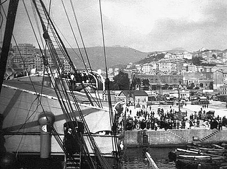 1902 Rama V's Royal Yacht Makachakkri moored in Europe.jpg