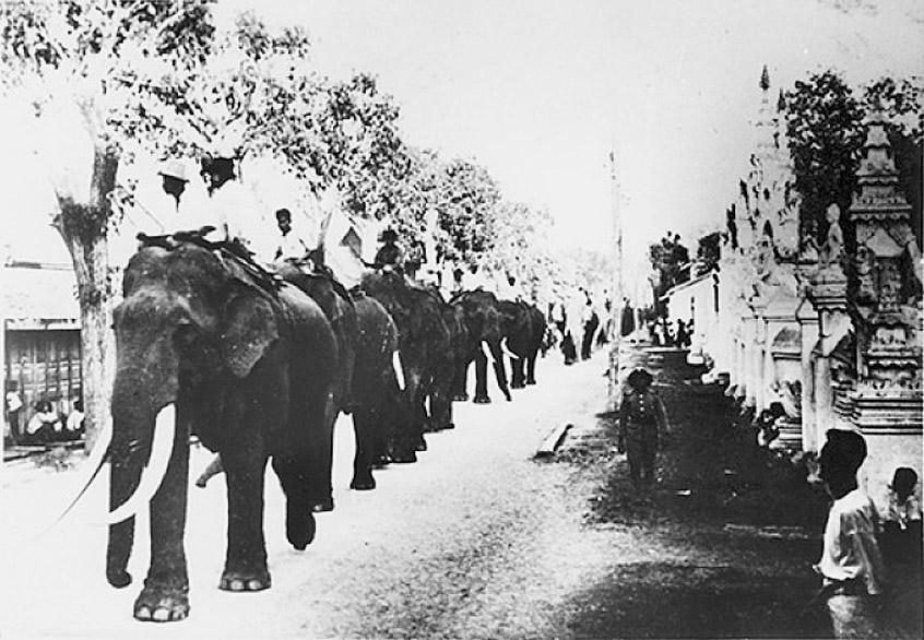 1904 Chulalongkorn elephant procession, Chiang Mai.jpg