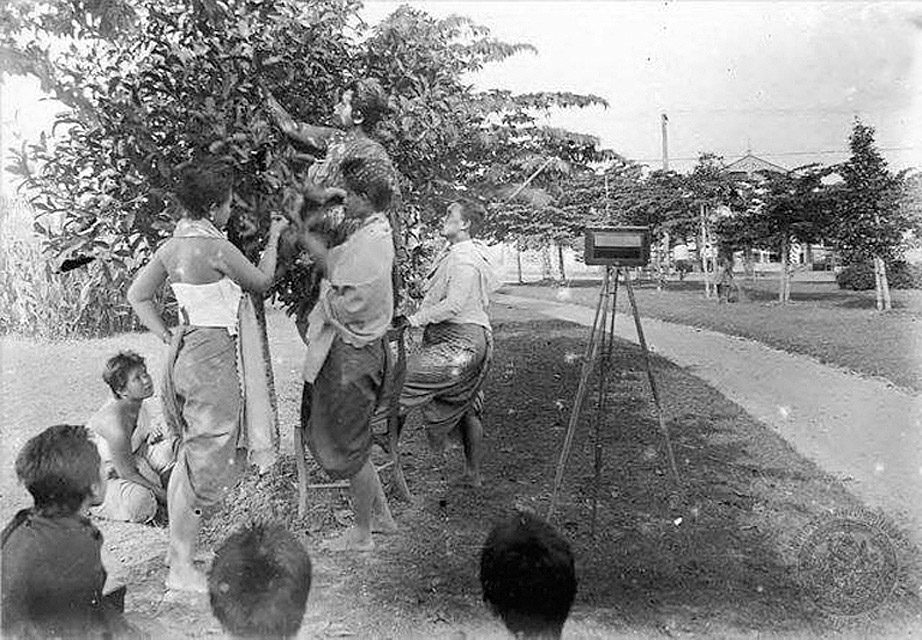 1905 A royal photography session.jpg