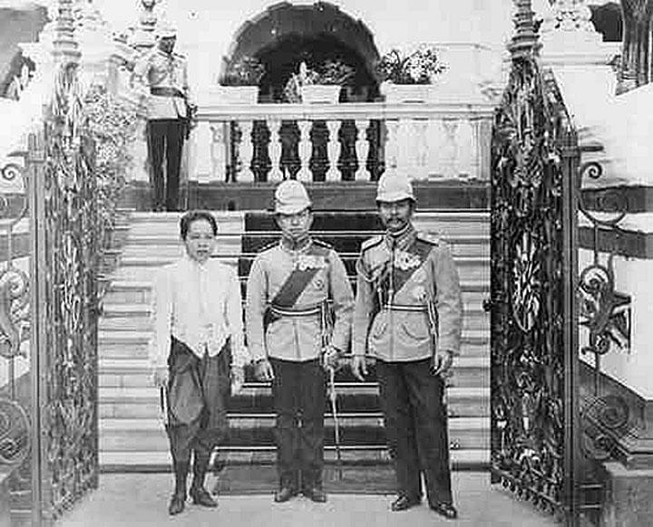 M King Chulalongkorn, HRH Queen Saovabha, and {Centre} HRH Crown Prince, Maha Vajiravudh {future Rama VI.jpg