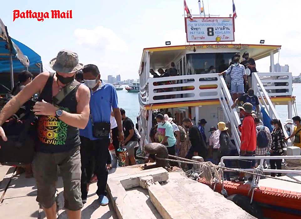 Koh Larn last tourists.jpg
