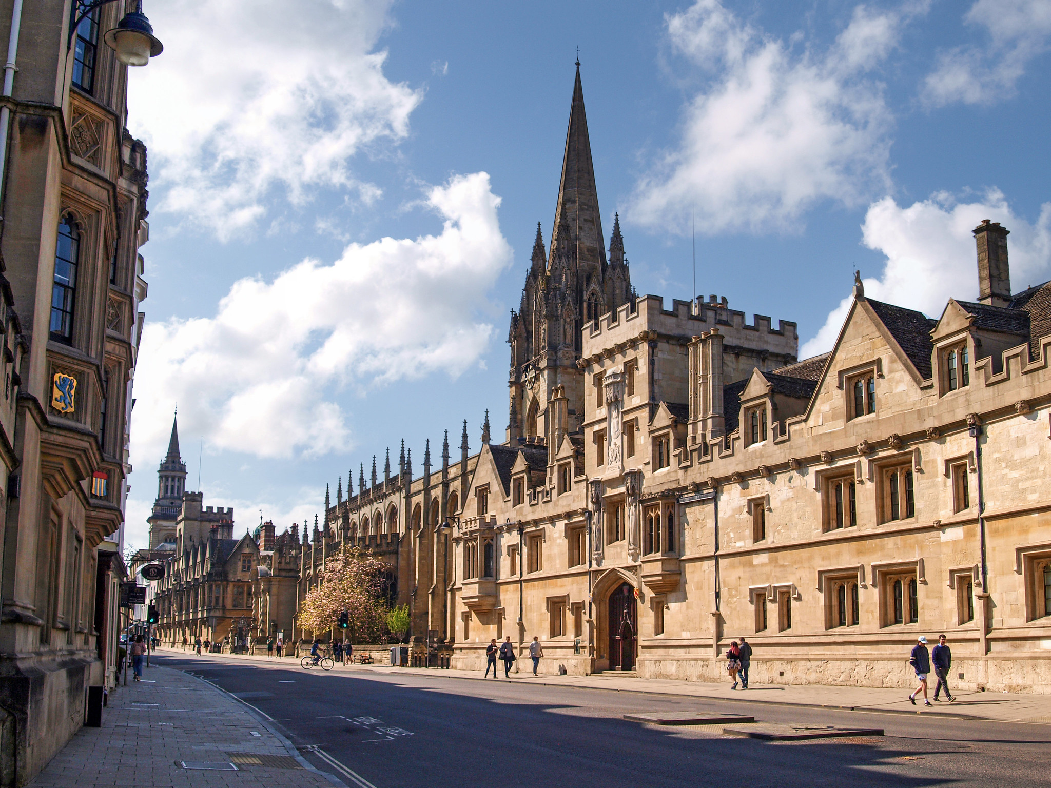 The High, Oxford, looking west, Oxfordshire by Andrew S Brown.jpg
