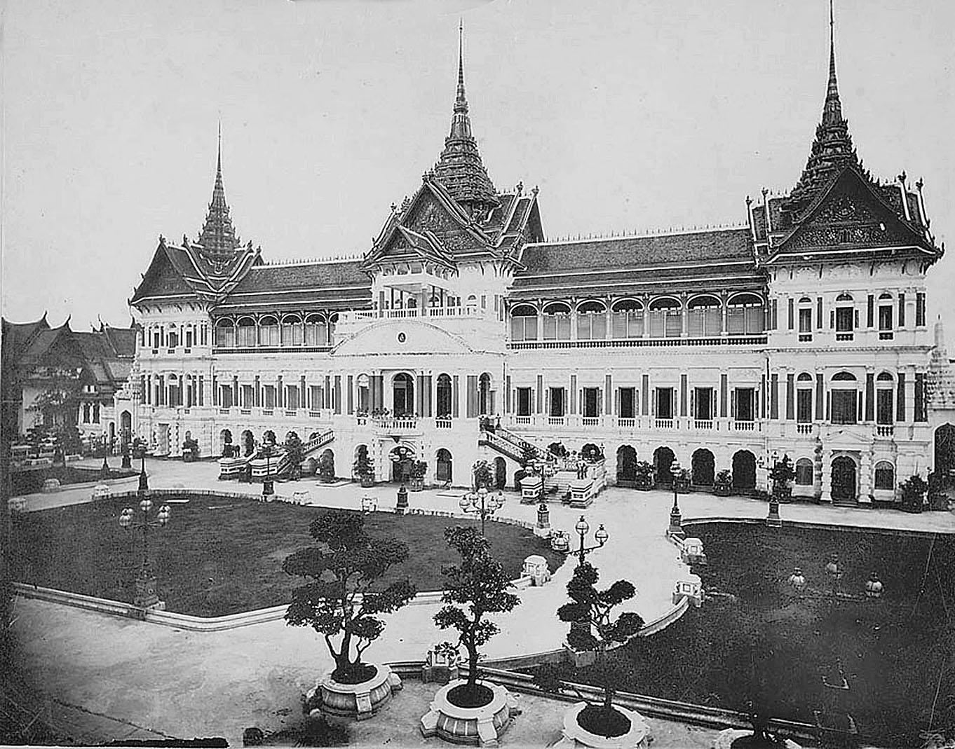 1870 Old Royal Palace.jpg