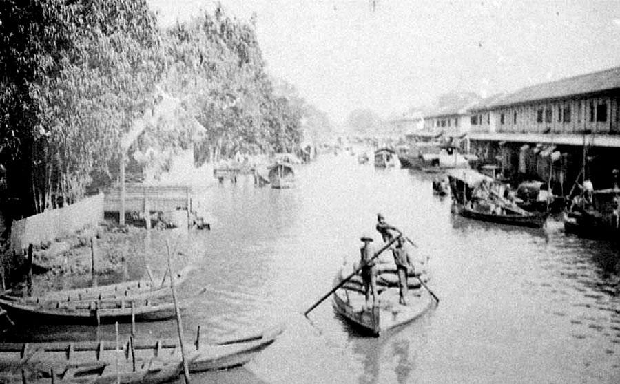 1884 Bangkok klong.jpg