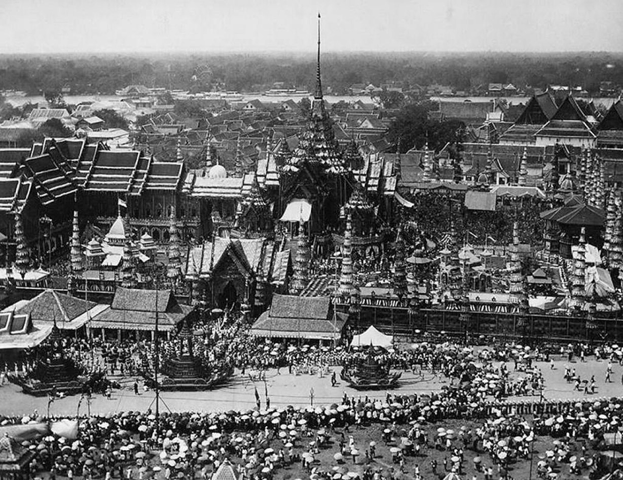 1887 Panoramic scene of a high royal cremation.jpg