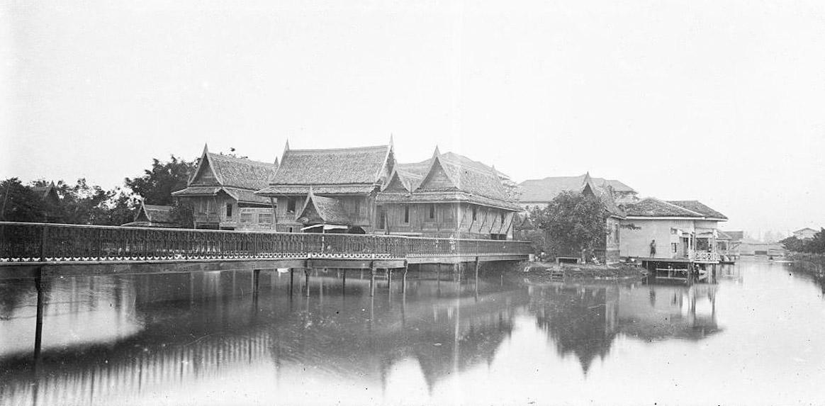 1890 The ever popular among royals Vimanmek Mansion grounds.jpg