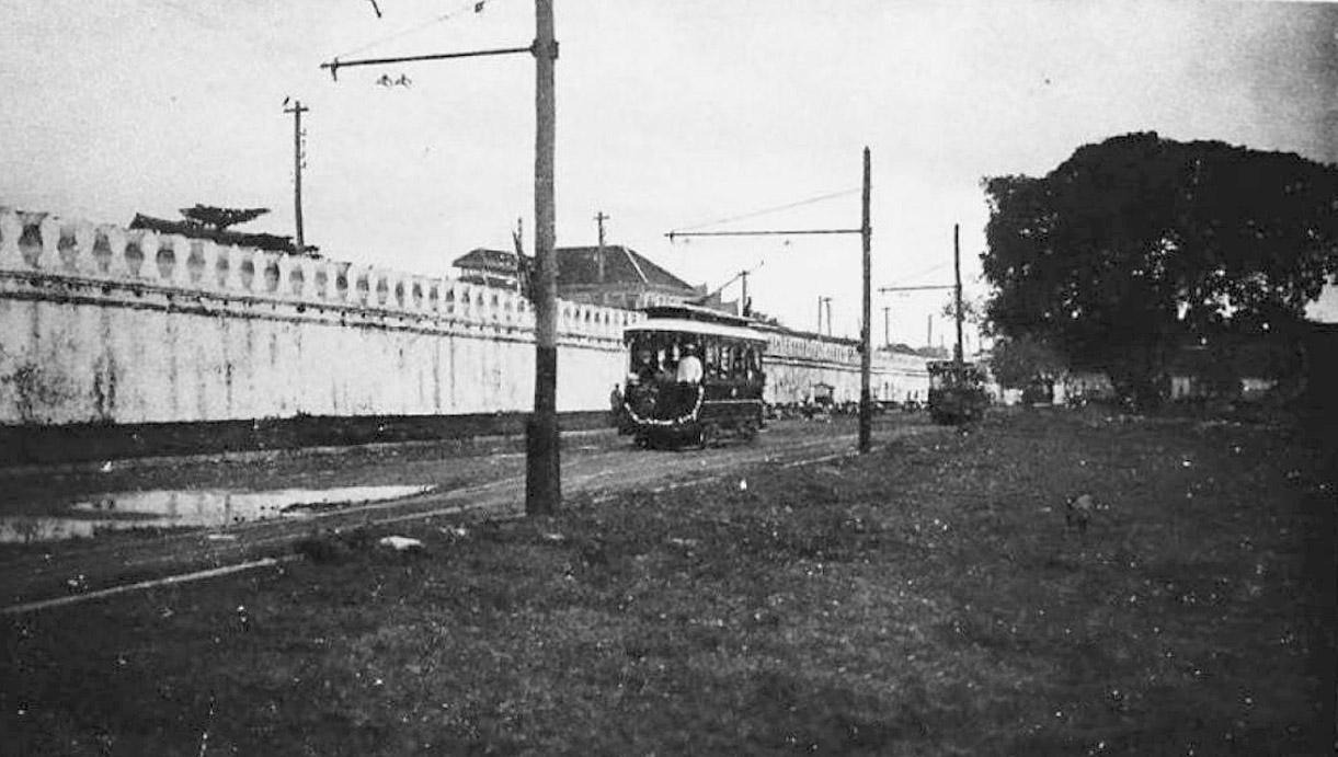 1894 Trams along Kalayana Maitri Road.jpg
