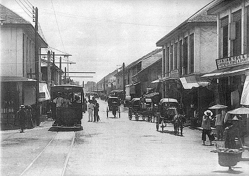 1896 A view down Charoen Krung Road.jpg