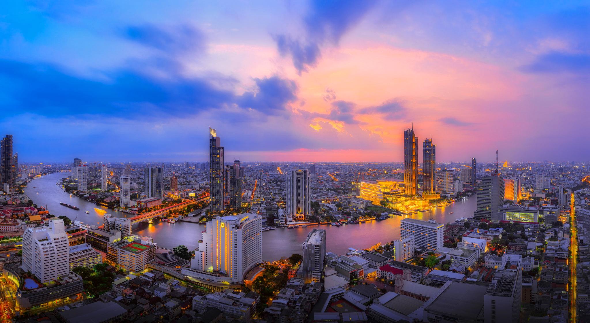 Panorama of Chao Phraya River by Jakapan Chumchuen.jpg
