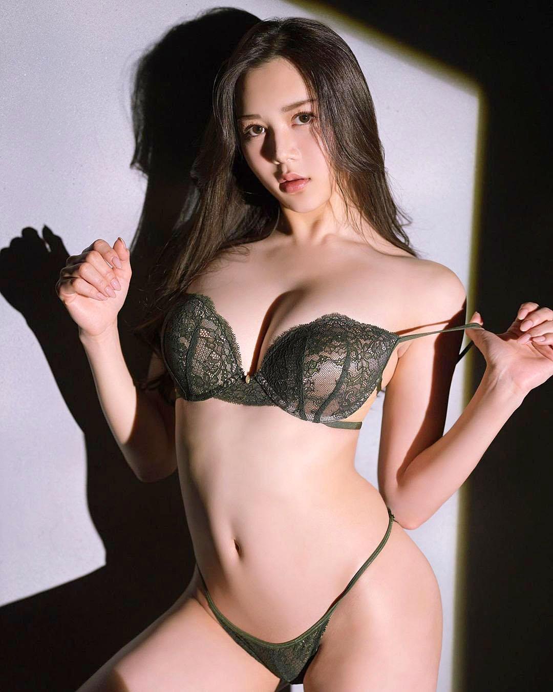 Miu Shiramine 2103 22.jpg
