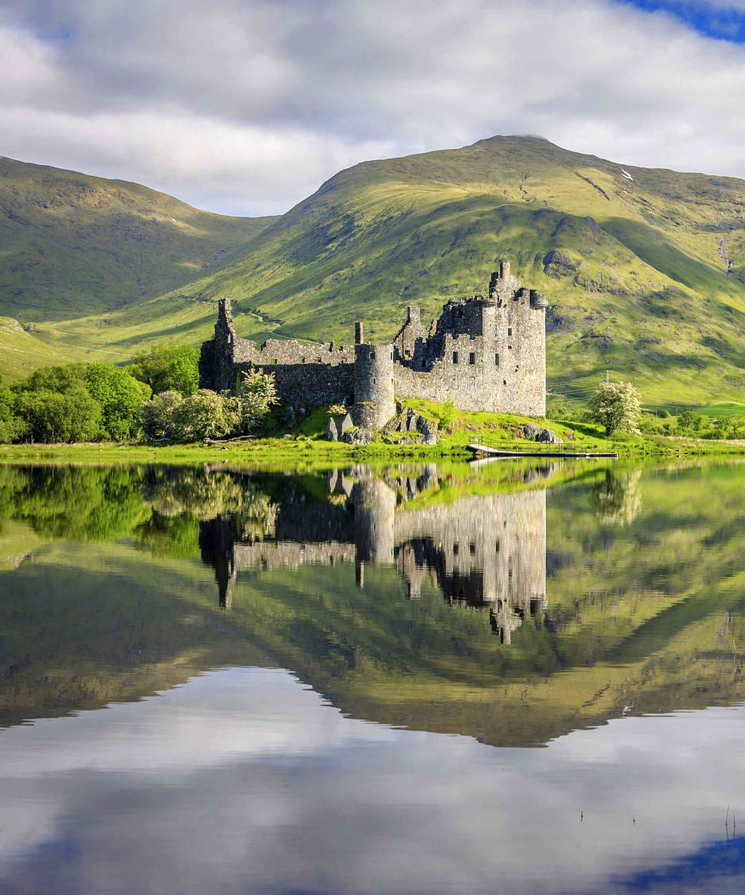 Kilchurn Castle, Loch Awe, Scottish Highlands.jpg
