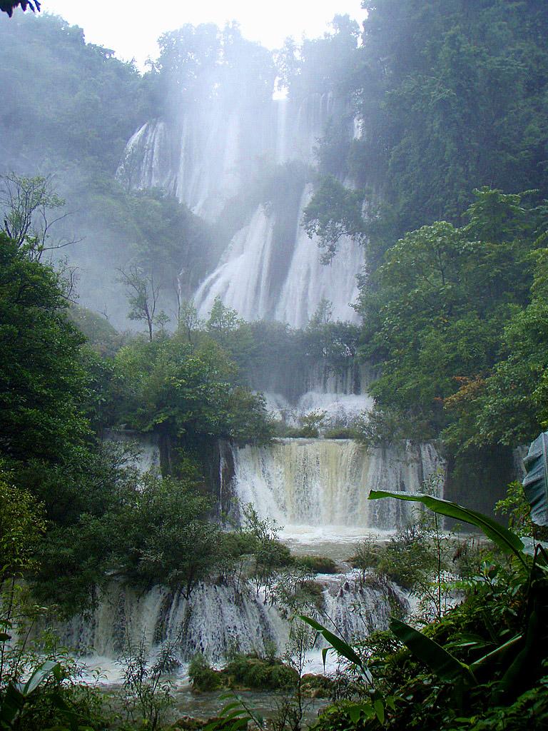 Tee Lor Su Falls, Tak Province 3.jpg