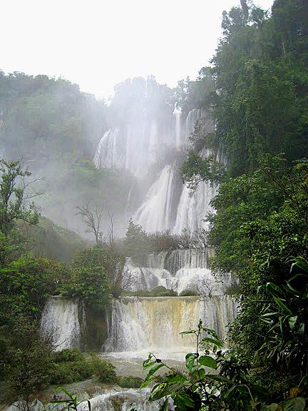 Tee Lor Su Falls, Tak Province.jpg