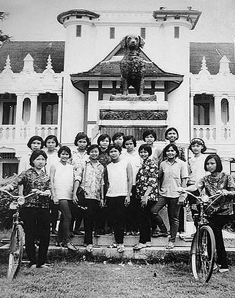 1968 Thammasat girls.jpg