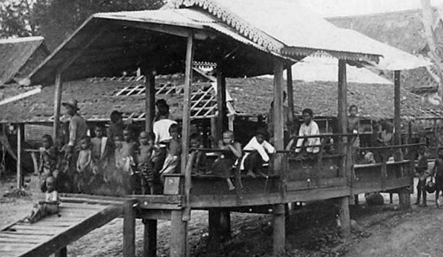 1893 Villagers lounging near the Chao Phraya riverside, Bangkok.jpg