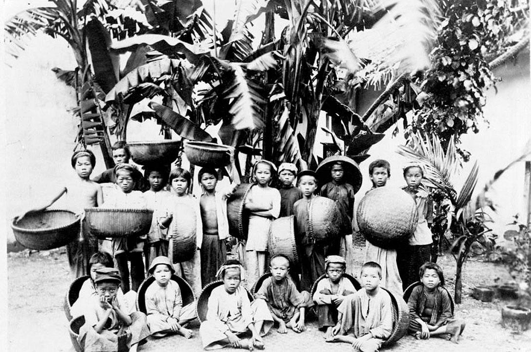 1894 Lao-Tribal mix, Nakhon Phanom.jpg