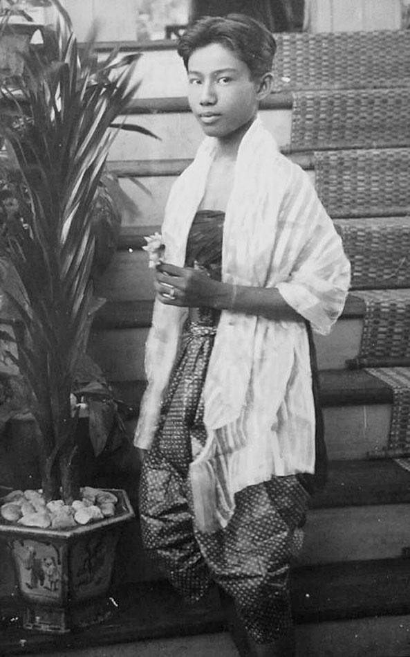 1898 Contemporary Bangkok kathoey.jpg