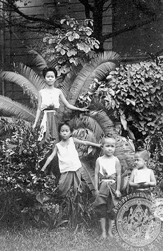 1898 Lanna royal children, Chiang Mai.jpg
