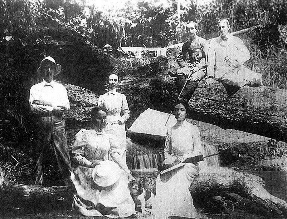 1902 Huey Geow Waterfall, Doi Suthep, Chiang Mai.jpg