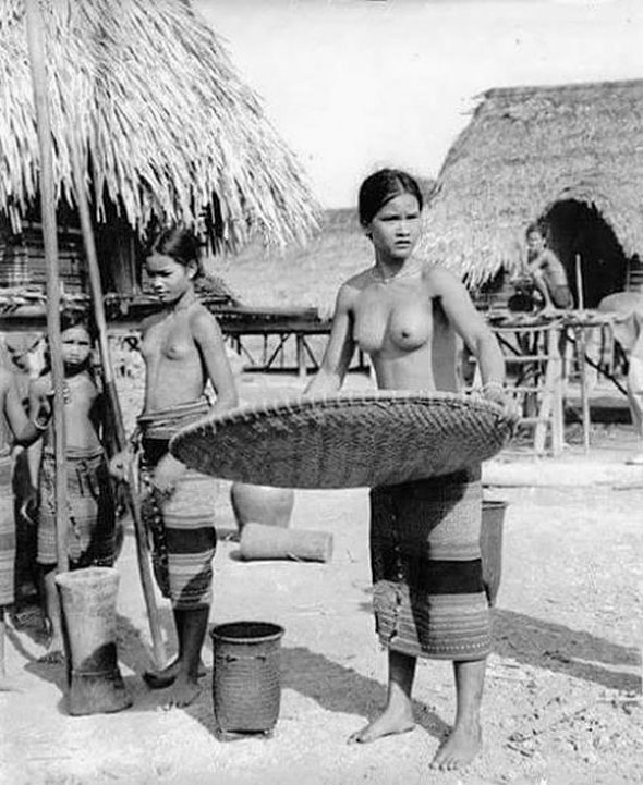 1912 Natural teens of rural Kalasin Province.jpg