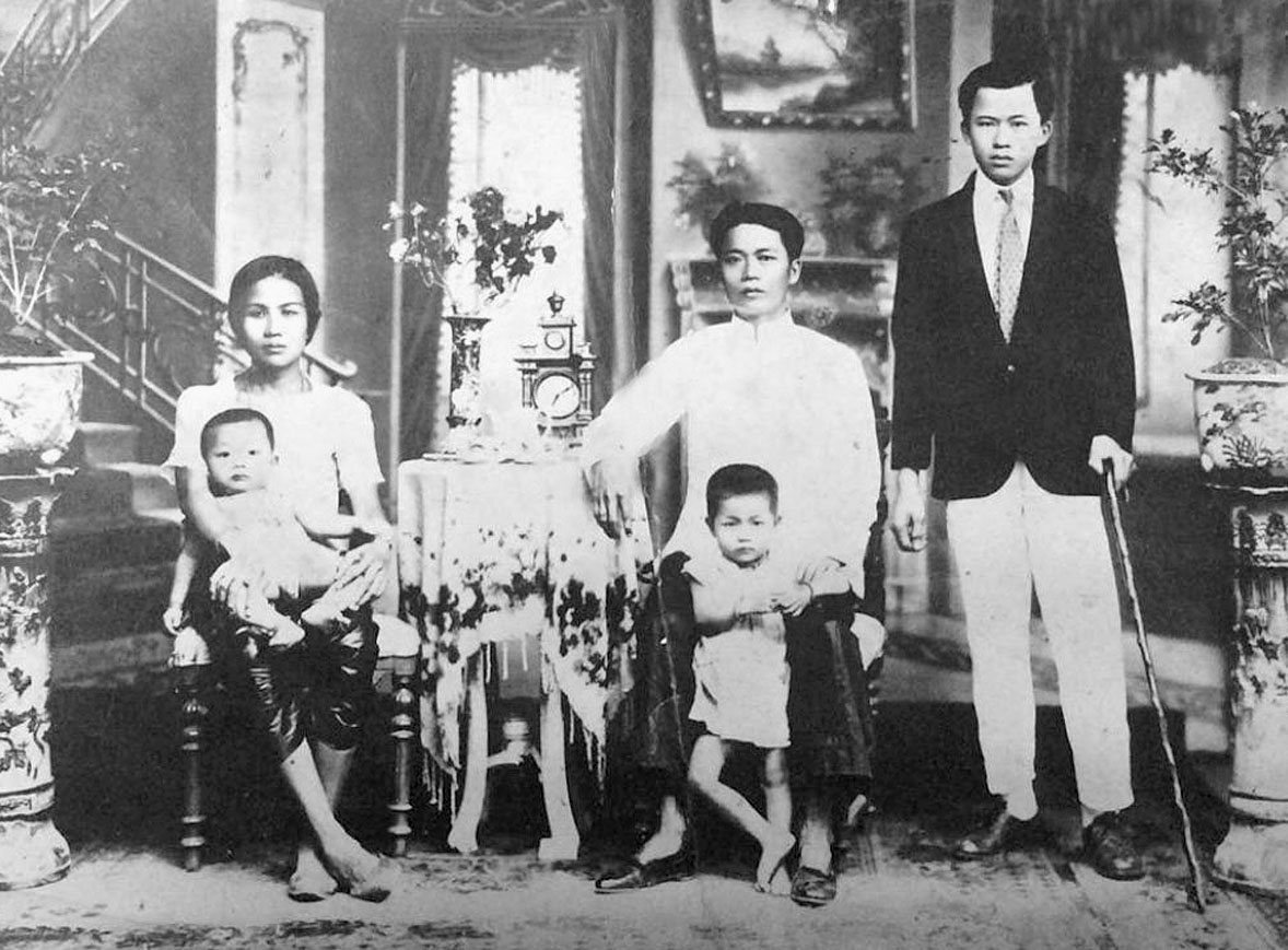 1918 Well healed Chinese-Thai mercantile family of Chiang Mai.jpg