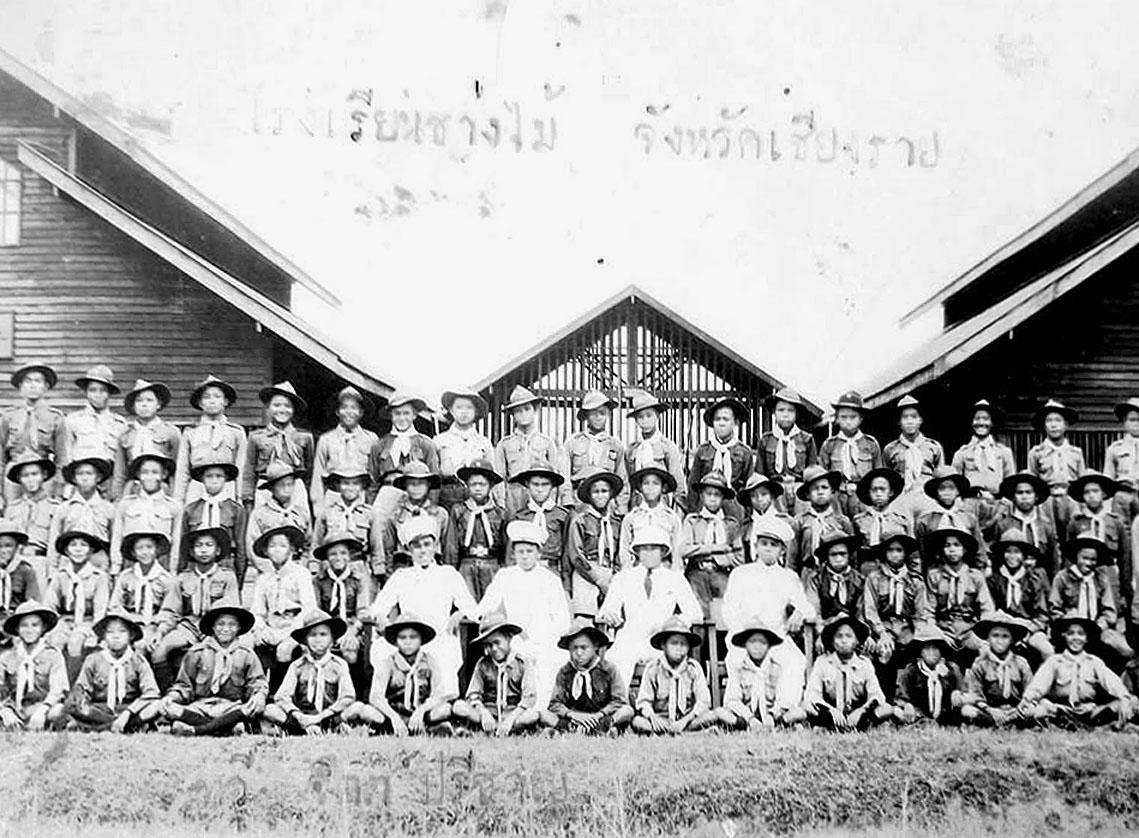 1942 Students & faculty of Chiang Rai Technical School.jpg