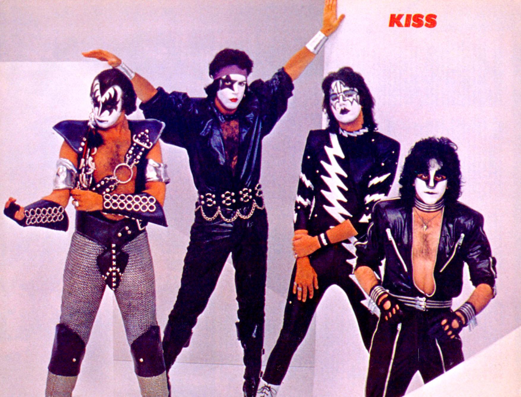 Kerrang 8112 Kiss 01.jpg