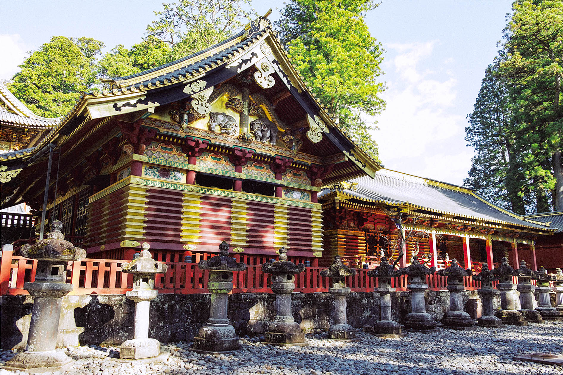 Toshogu Shrine, Nikko by Hiroshi Okamoto.jpg