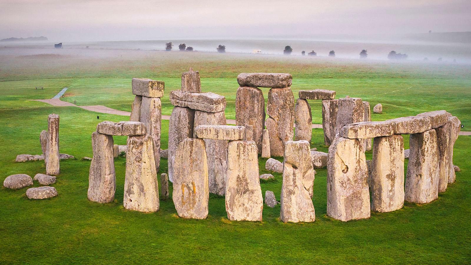 stonehenge-wiltshire.jpg