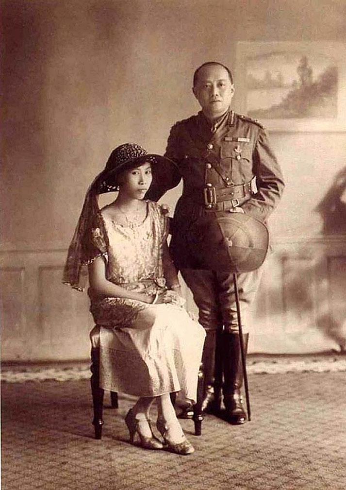 1915 HM King Vajiravudh [Rama 6] and Princess Consort Suvadhana.jpg
