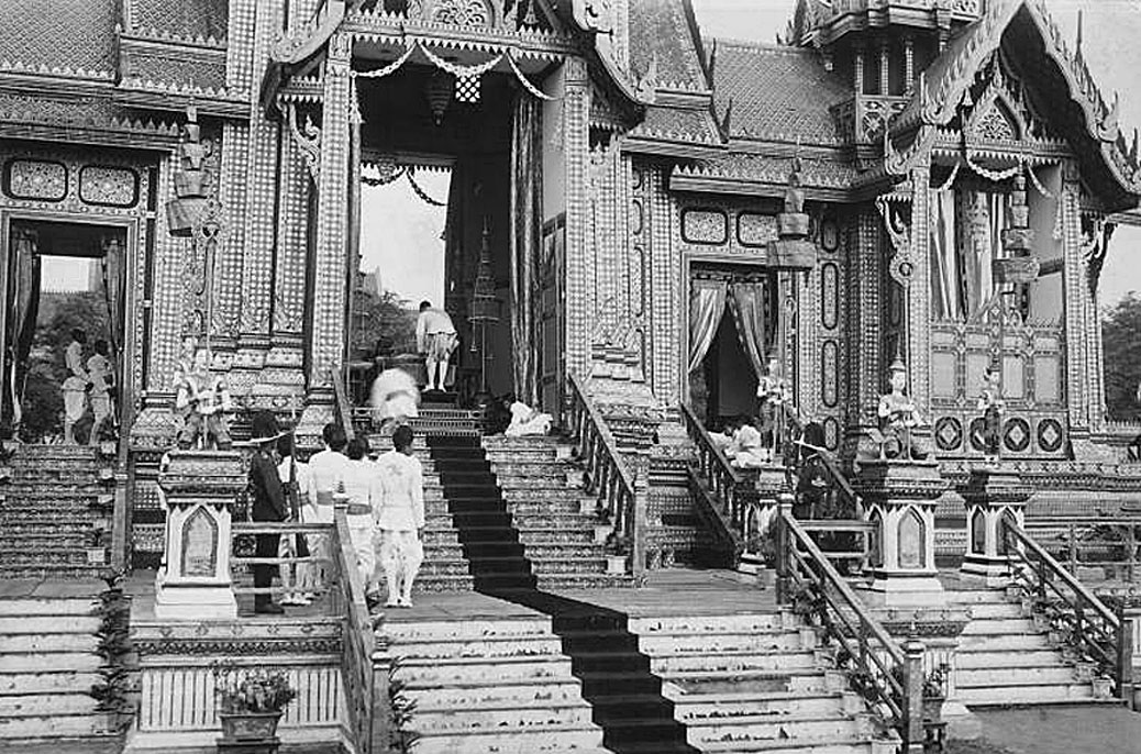 1919 Cremation structure and ceremony for HM Queen Sri Bajarindra.jpg