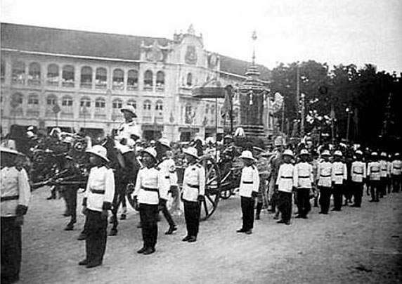 1925 Procession images of the funeral tamboon of King Rama 6 01.jpg